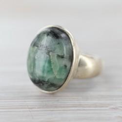 Smaragdiga sõrmus 18