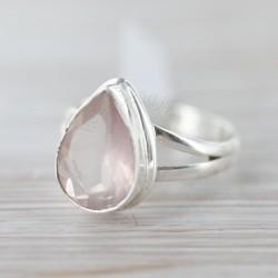 Roosa kvartsiga sõrmus 18