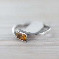 Tsitriiniga sõrmus 18