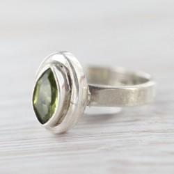 Peridoot- ehk oliviinsõrmus...