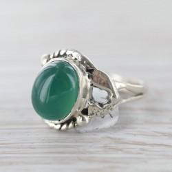 Rohelise oonüksiga sõrmus 16,5